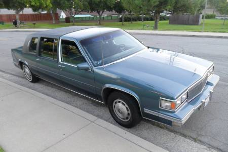 1986 Cadillac Fleetwood 75 right front